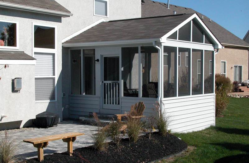 Screened porches columbus ohio custom built screen rooms for Screen porch roof options